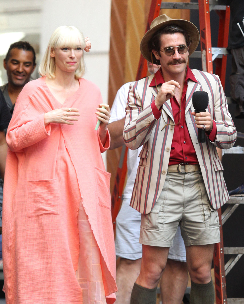 okja_Tilda-Swinton-Jake-Gyllenhaal-Movie-Set-Netflix-Okja-Tom-Lorenzo-Site-1